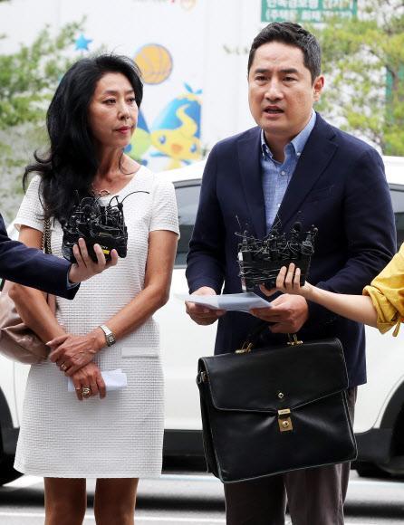 """김부선, 강용석과 동반 출석···""""고"""