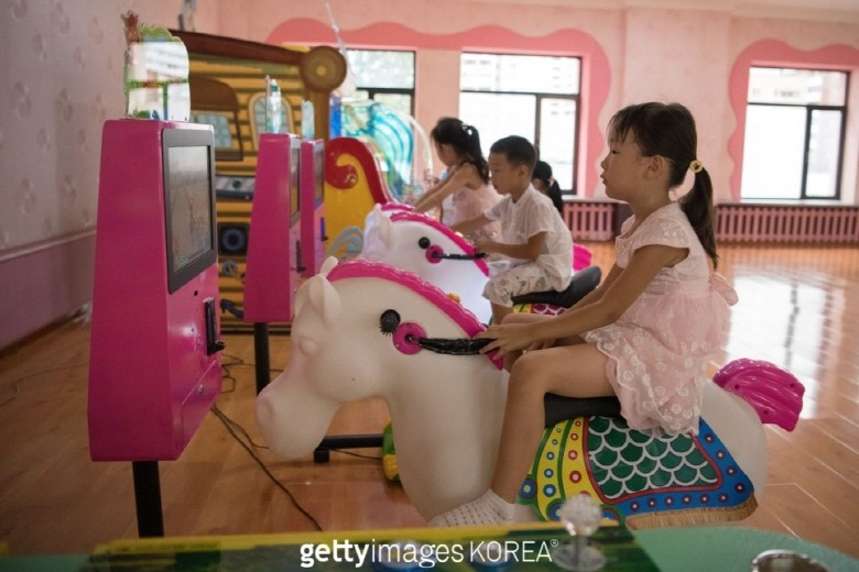 2개의 시선에 담긴 2018년 북한