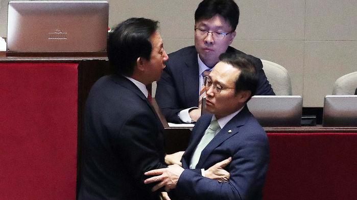 """야당 """"유은혜 사퇴"""" 공세에…홍영표·"""