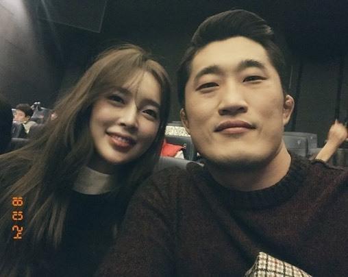 김동현, 미모의 아내와 달달 데이트.