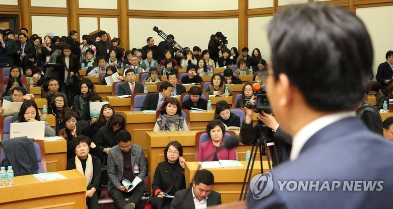 """""""파이팅!"""" 한국당 의원들의 민망한"""