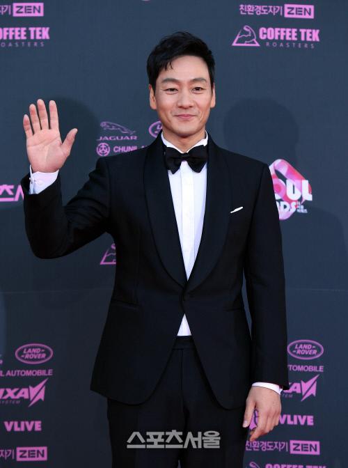 박해수, 깜짝 1월 결혼 발표…예비신