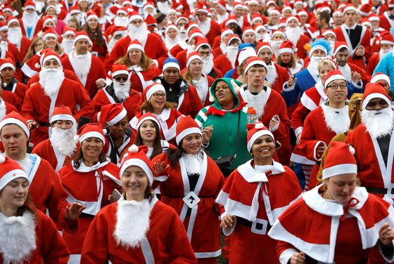 이런 산타 본 적 있나요? 스키·스쿠