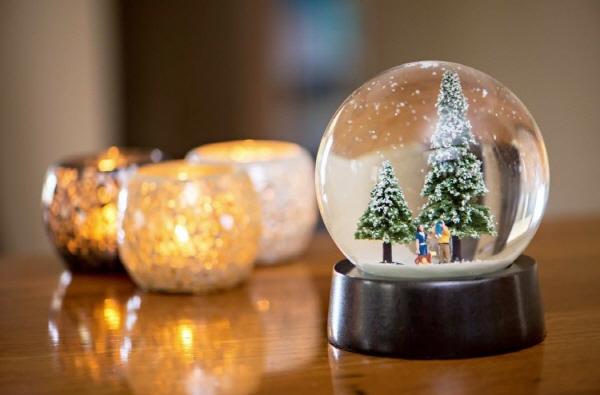 나 홀로 크리스마스에는 스노글로브를