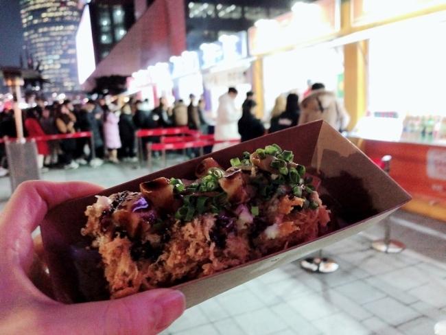 다양한 푸드트럭 음식들을 즐길 수 있는 '잇 더 서울 (Eat the Seoul)' 공간.[사진=육성연 기자]