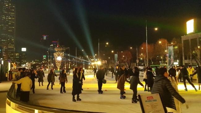 아이스 스케이트장 '아이스 런'은 내년 1월 27일까지 열린다. [사진=코엑스 제공]