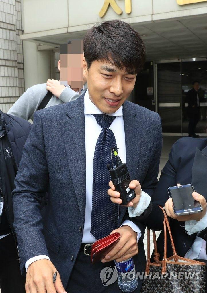 """[단독] """"김동성에게 수억 선물… 친"""