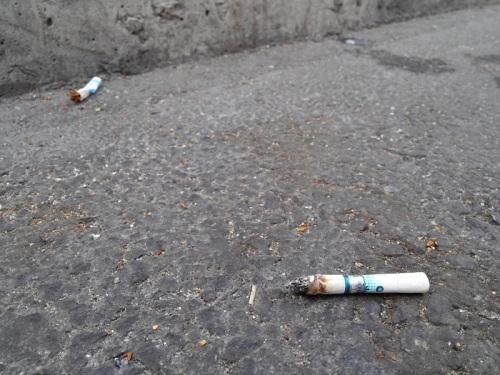 """""""증거 있어?"""" """"옷 잡지마!""""…담배"""