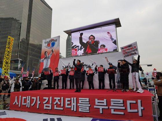 """김진태 """"태극기는 황교안 좋아하지 않"""