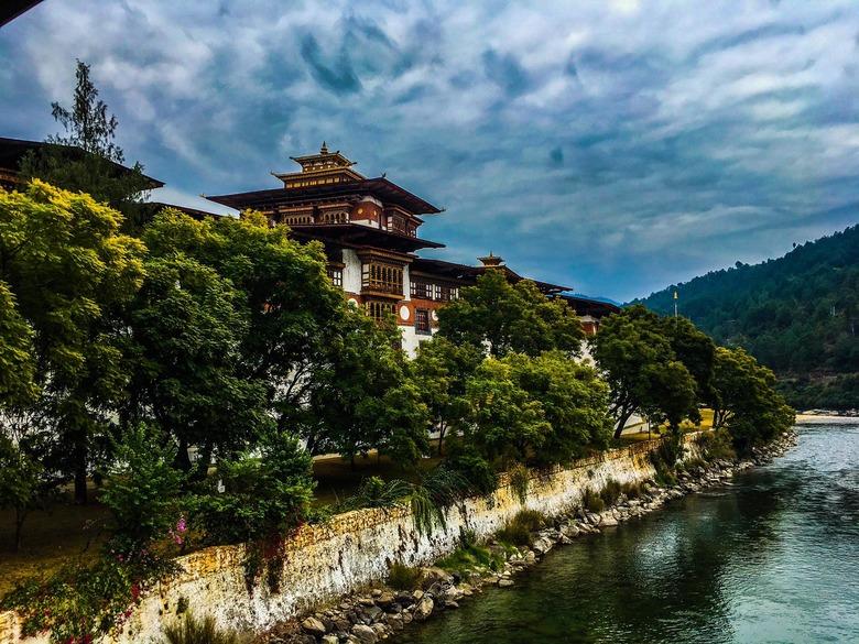 고요한 부탄의 압도적 호텔들