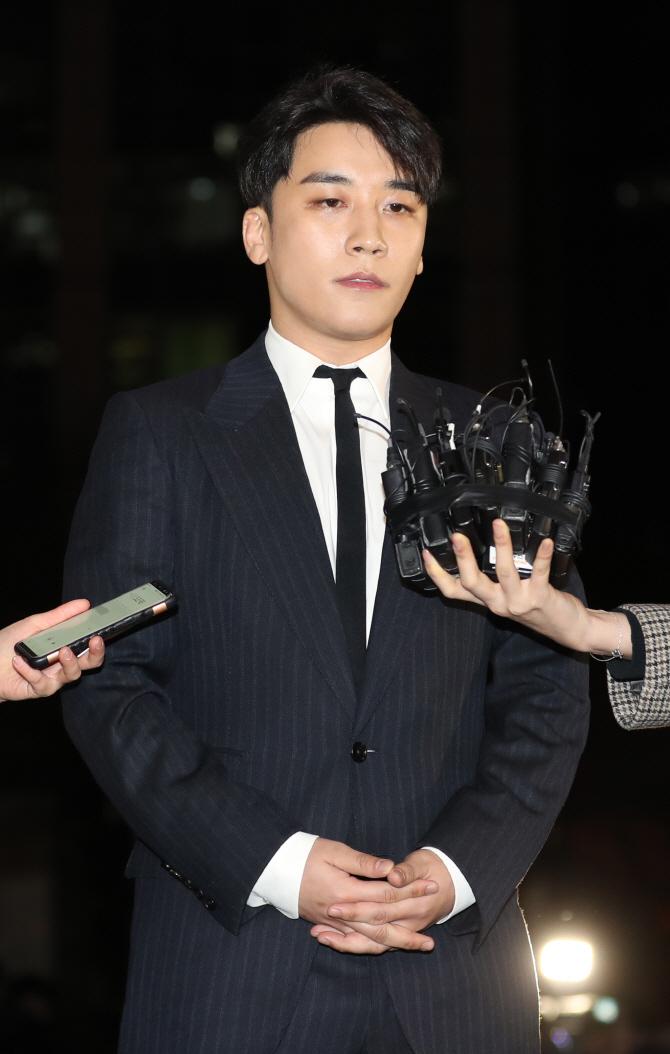 "YG 측 ""승리, 전속계약 종료…논란"