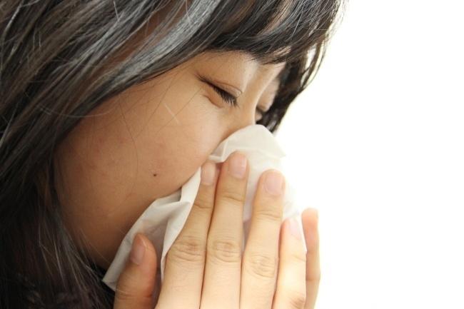 [사진설명=봄철에는 꽃가루 등의 영향으로 알레르기 비염 증상이 심해지기 쉽다. 헤럴드DB]