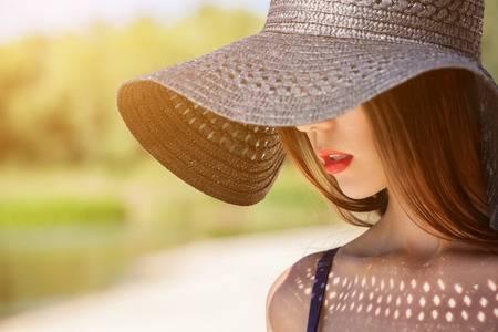 [사진설명=햇빛알레르기를 예방하기 위해서는 햇빛이 강할 때 모자를 써주는 것이 좋다.]