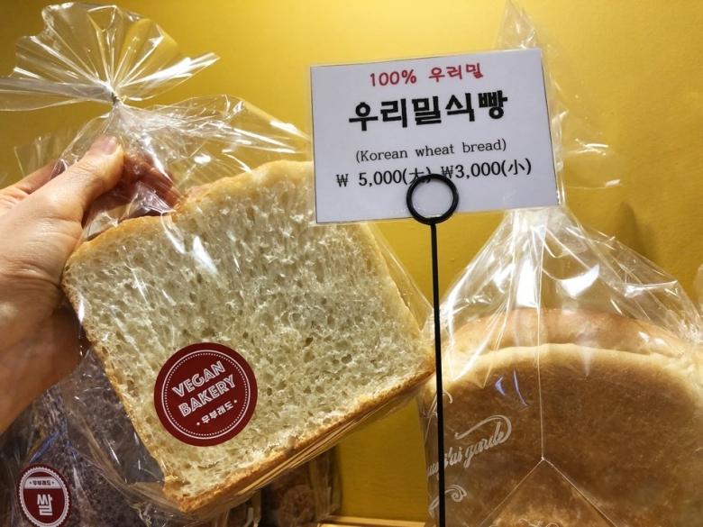 비건베이커리 '우부래도'에서 판매중인 우리밀 식빵 [사진=육성연 기자]