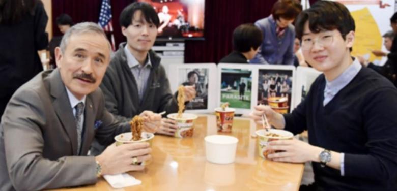 주한미국 대사관에서도 즐긴 짜파구리