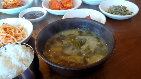 산행 후 국밥은 보약입니다. 아무렴, 그렇고말고요.