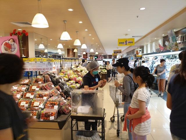 홍콩에서 판매되는 한국 딸기 [사진=농촌진흥청]