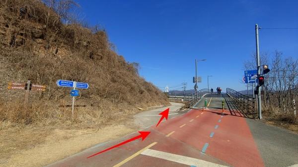 운길산역 부근에서. 정약용길은 좌측의 샛길로 빠진다.