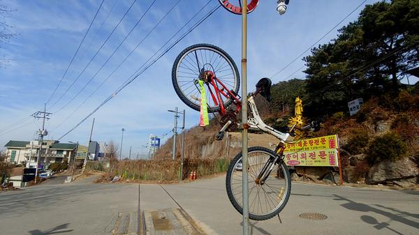 자전거에 달린 평해길 리본