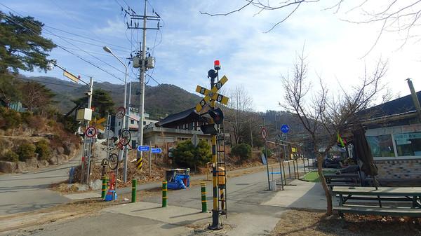 남한강 자전거길을 만난다. 이 자전거길을 따라 걷는다.