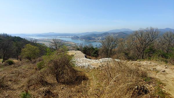 뒤돌아서면 보이는 남한강과 이포대교, 이포보