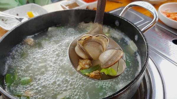 오동통한 동죽 살이 먹음직스럽다.