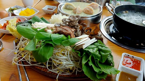 충북 충주에서 계약재배로 가져온다는 다양한 채소와 버섯