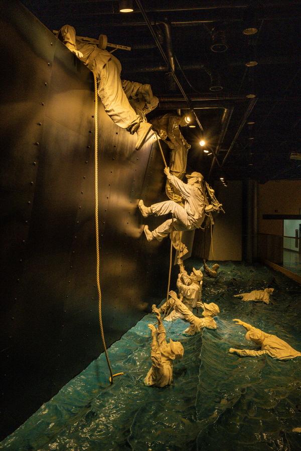 장사상륙작전 전승기념관 '문산호'는 학도병들의 희생을 기리고 있다