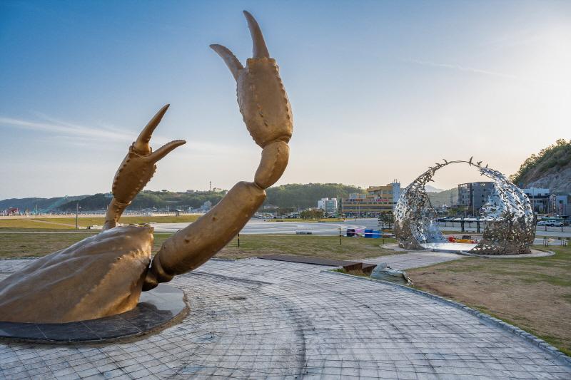 강구항 해파랑공원은 영덕대게축제의 장이다