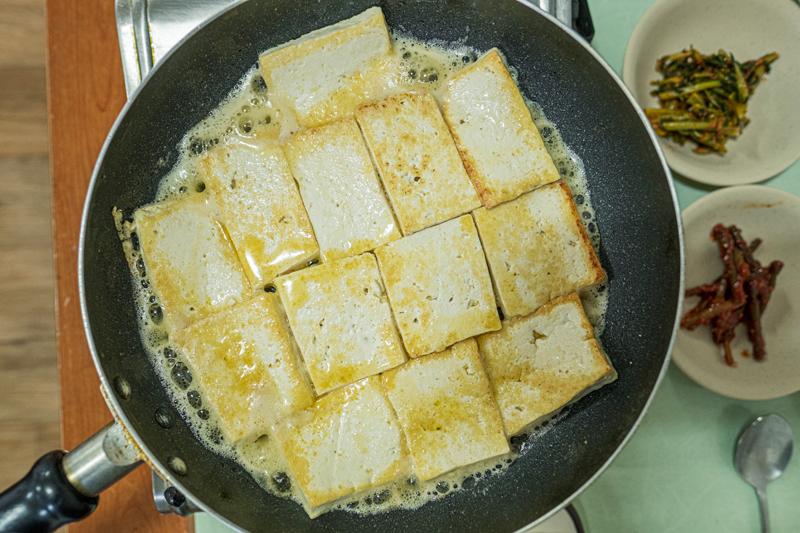 시골순두부의 두부구이와 두부찌개는 제천에서 가장 맛있게 먹은 음식 중의 하나다. 두부구이는 들기름이나 산초기름에 구워 먹는다