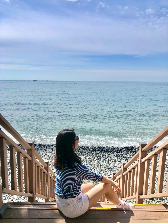 트레킹 코스 중에 있는 바다에서 쉬어가도 좋다.