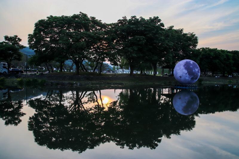 노을 질무렵, 해와 달이 공존했던 중앙탑사적공원