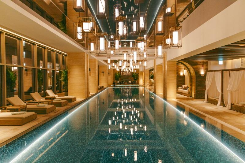 서울 도심을 볼 수 있는 수영장, 저녁에 특히 예쁘다